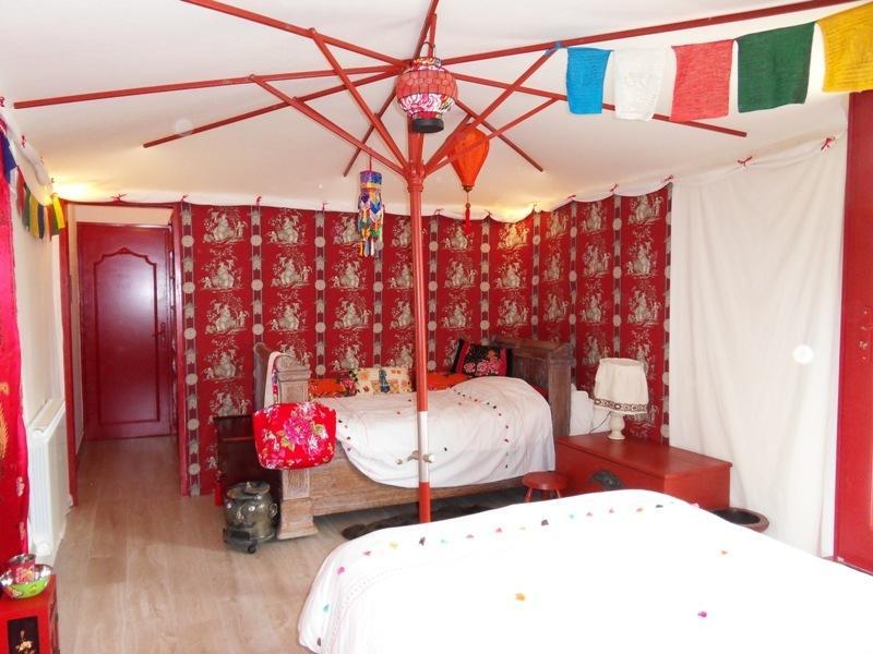 Chambre Gengis Khan (vue de la porte de la salle de bain)