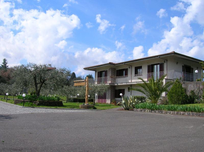 'Le Thuje' Casa vacanze tra Etna e Valdemone, holiday rental in Misterbianco