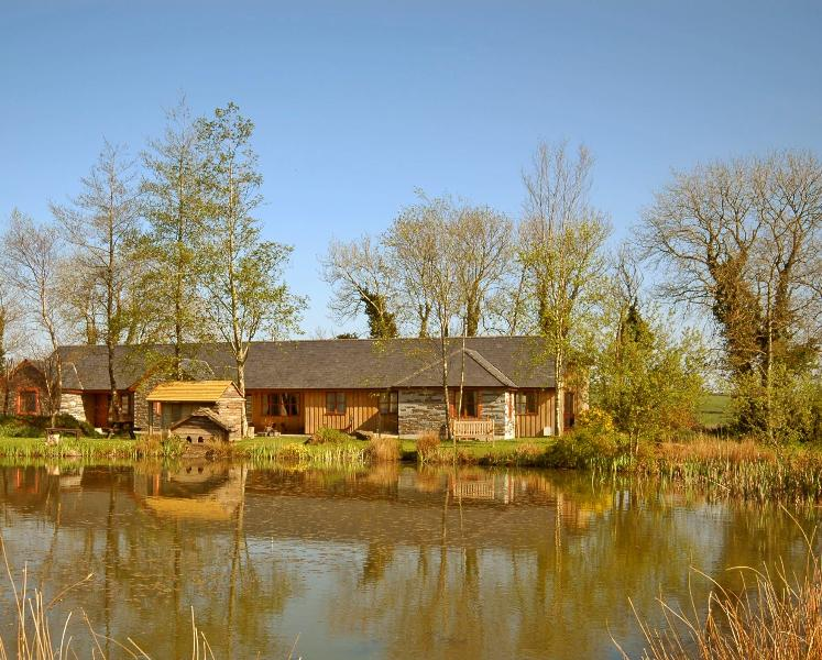 Long Barn Lakeside cottages with fishing, indoor pool gym and hot tubs, holiday rental in Callington