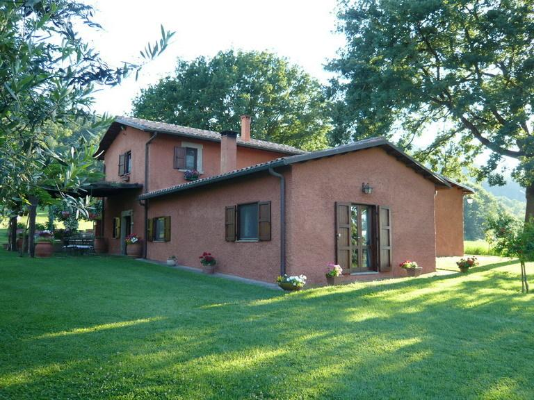 House in Old Farmhouse, vacation rental in Attigliano