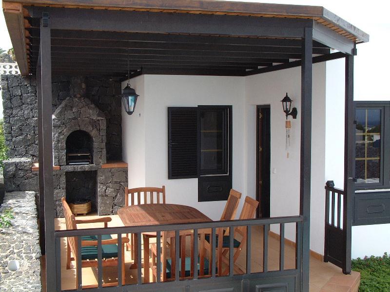 Área varanda e churrasco - agradável.