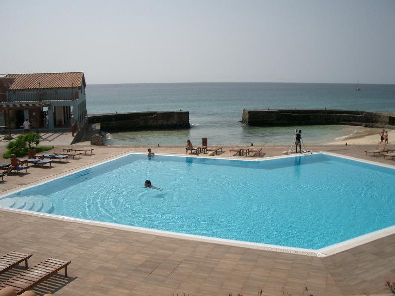 Frontline Porto Antigo Apt 66, vacation rental in Espargos