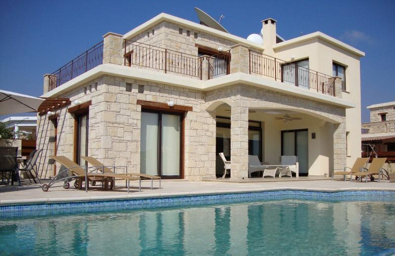 Chilbury Mortimer: FREE CAR AVAILABLE : ), Ferienwohnung in Paphos