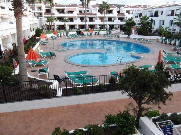 Great heated pool with restaurant & pool bar.