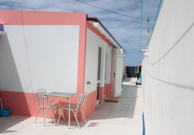 House in baleal beachside terrace with sea view, vacation rental in Peniche