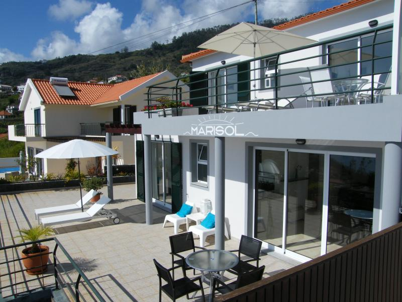 Marisol Baixo - Apartment with stunning seaview, location de vacances à Arco da Calheta