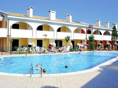 residence LEOPARDI con piscina e aria condizionata, holiday rental in Bibione