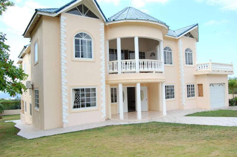 Celebrity Villa Jamaica, holiday rental in Saint James Parish