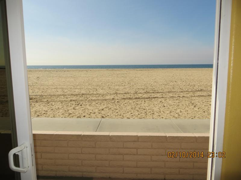Oceanfront in Newport Beach, 3 bedrooms, 2 bath, aluguéis de temporada em Newport Beach