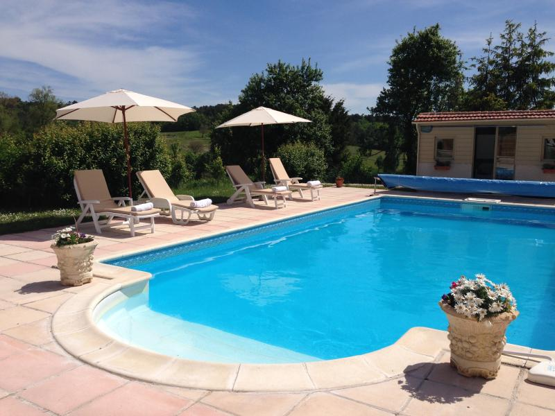 Charming 2 bed gite nr Brantome, holiday rental in Coutures