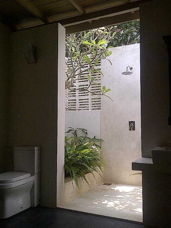 Obere Ebene-Master-Suite Dusche und WC.
