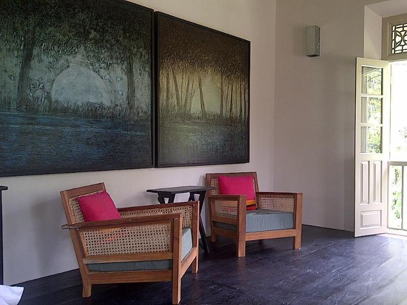 Obere Ebene Master Suite privaten Sitzbereich.