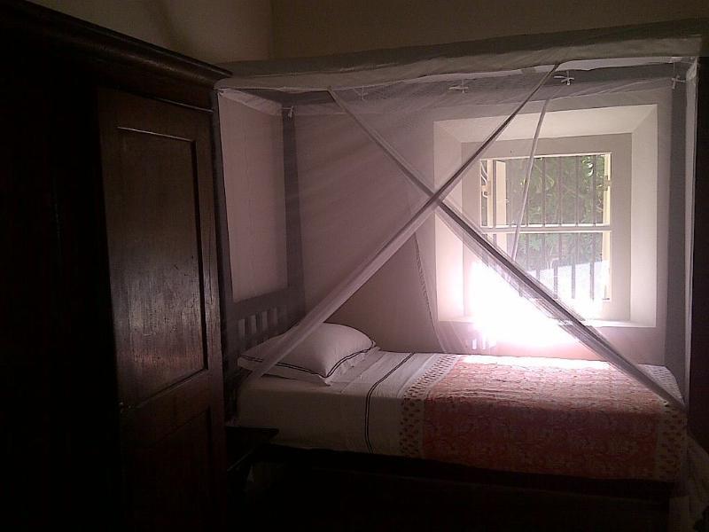 Einzelbett in Nannys Zimmer, die Kinderzimmer befestigt ist. Perfekt für die nanny