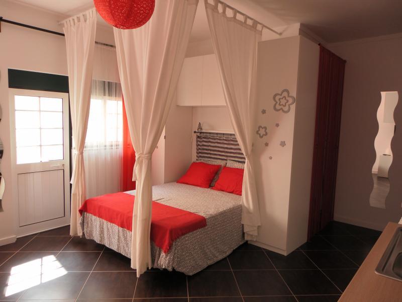 Studio com quintal 100m Praia Peniche, vacation rental in Peniche