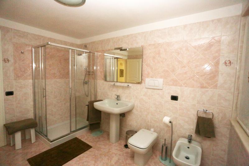 Bagno privato ad uso esclusivo degli ospiti della camera IBIS