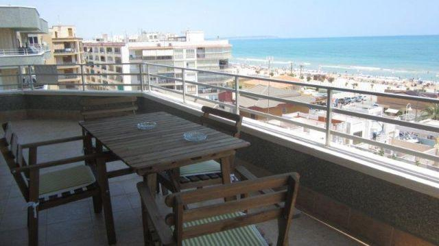 Apartamento en 1ª linea de playa con maravillosas vistas al mar.