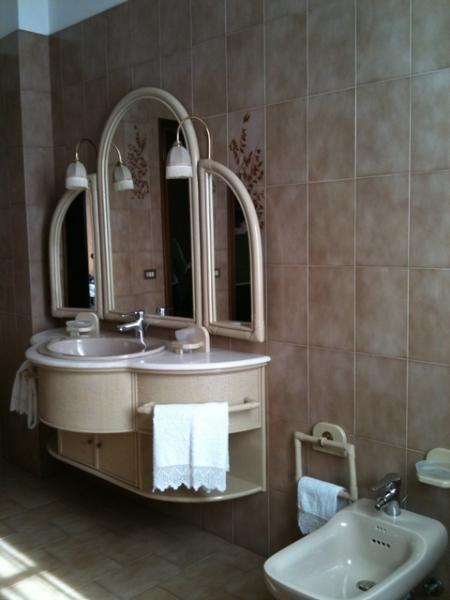 Particolare del bagno camera lavanda
