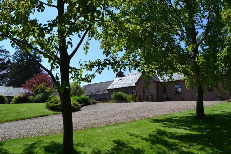 Garagem privada antecederam a Garden Cottage