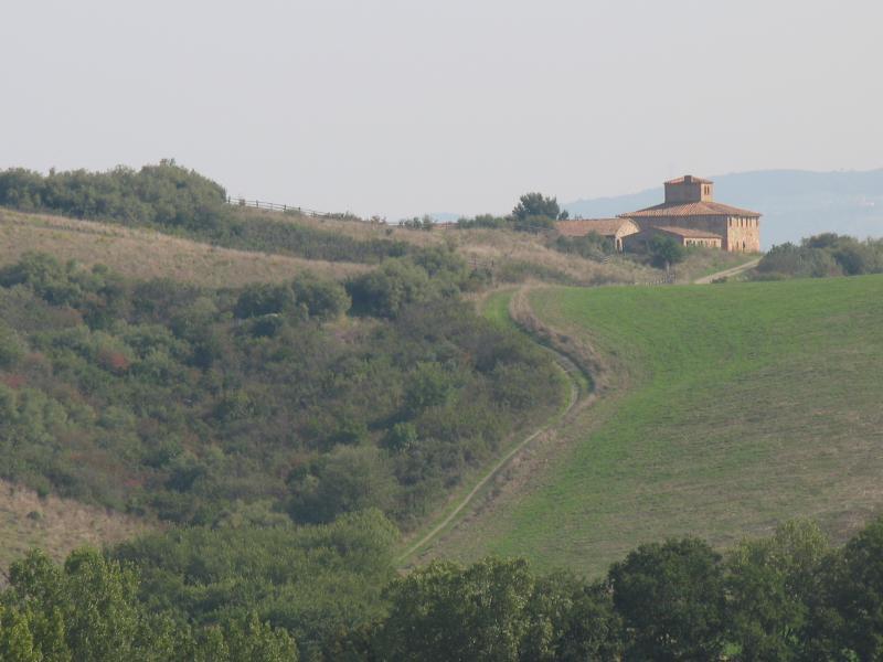 Kijk op Ragoncino temidden van de heuvels