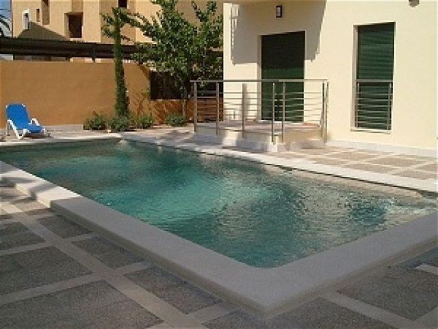 Amplio apartamento junto al mar. A 100 m de playa., alquiler de vacaciones en Port de Pollença