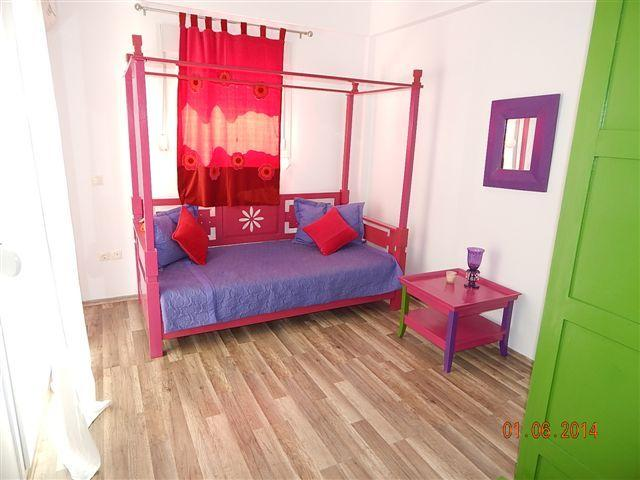 Single bedroom on the ground floor. Air conditioning in room.