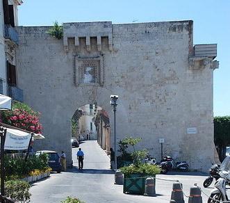porta della marina, uno dei vecchi accessi al centro storico di siracusa