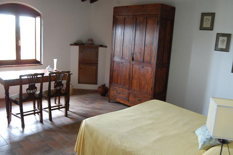camera Olivo -Statiano Toscana vicino alla #costa etrusca e a Volterra., vakantiewoning in Pomarance