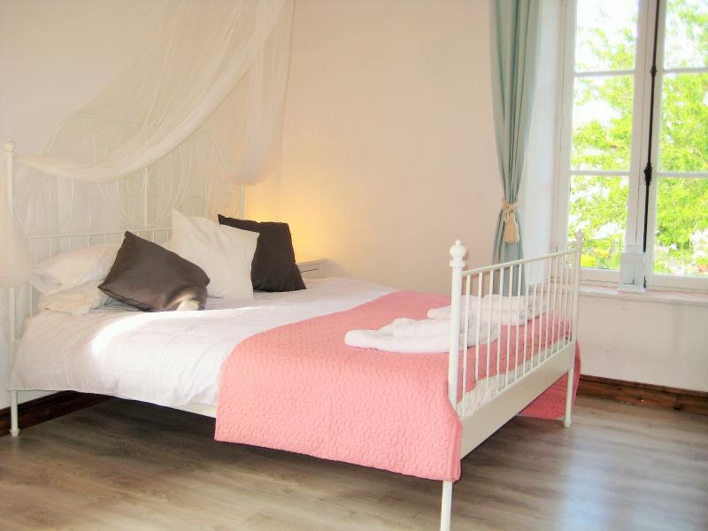 Lavender B&B Studio at La Matte Carcassonne, holiday rental in Conques-sur-Orbiel