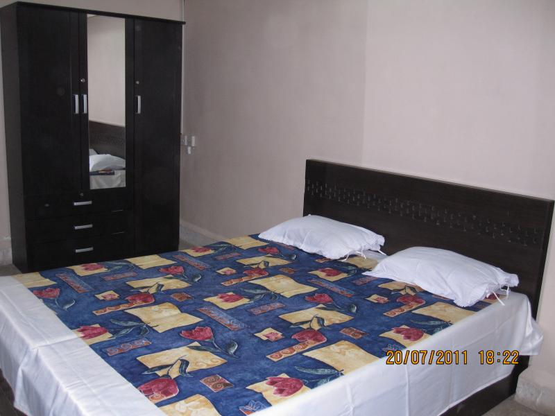 1Bed Room  -En-suite Washroom-Nr.TII Airport, holiday rental in Mumbai