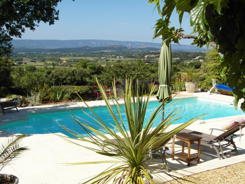 Pool and view of Roussillon and the Luberon mountains