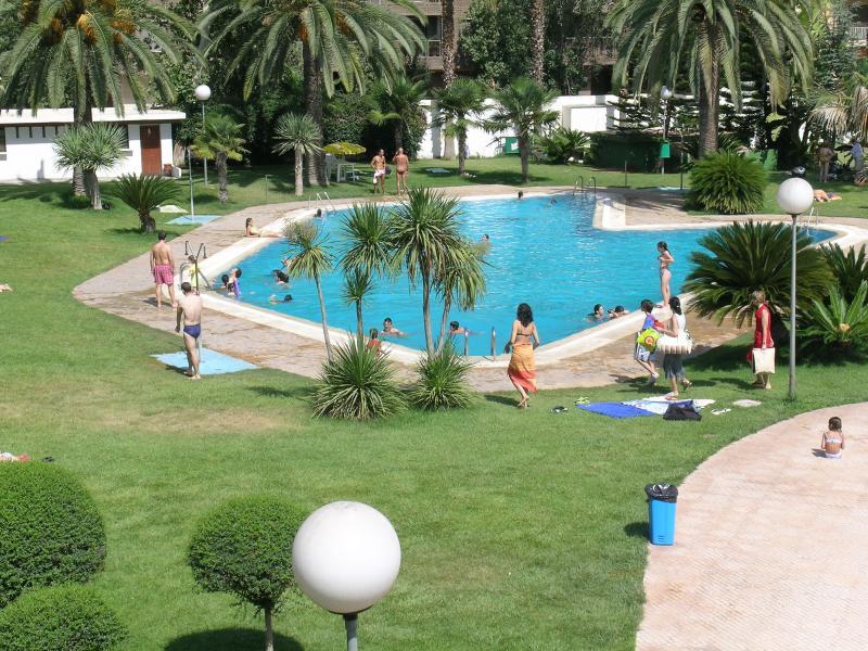 'La Hipica' - City's best outdoor pool in Calle Jaca - just 4 min walk - Open 6/07-6/09