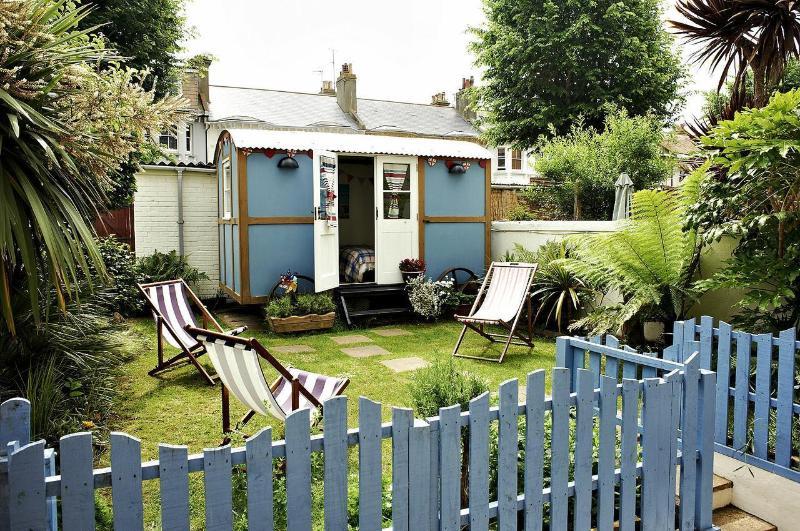 The Beach Hut Apartment, casa vacanza a Brighton and Hove