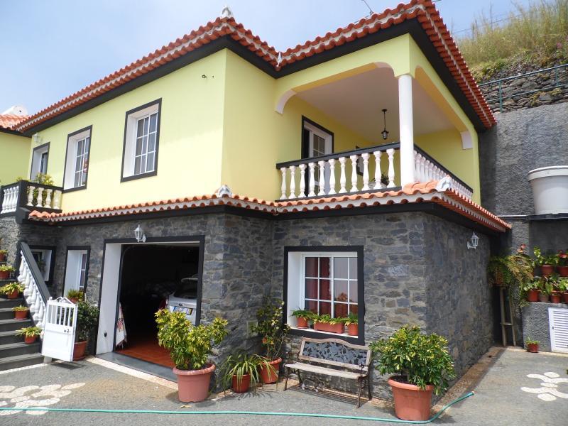 Lovely Apartment With Awesome Views, location de vacances à Raposeira Do Logarinho
