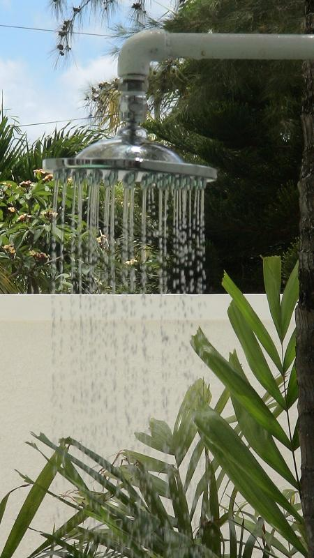 douche en plein air... open air shower