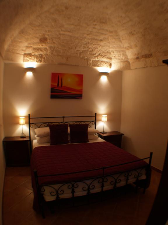 Double bedroom on first floor with exposed stonework