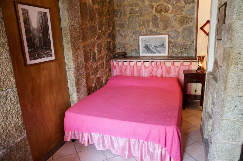 Romantico monolocale in un antico Casale, location de vacances à Drapia