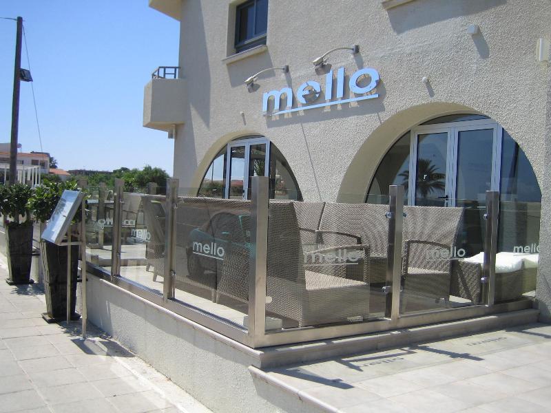 Trendiga barer och restauranger inom 10-15 promenad