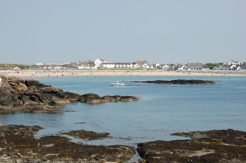 The Cadwalader Suite, Stunning Sea View Apartment., vacation rental in Trearddur Bay
