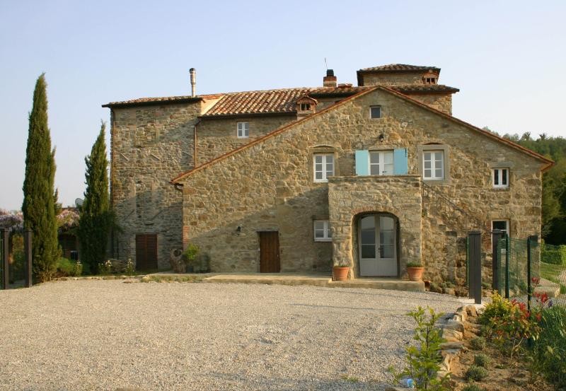Tuscan villa with private pool and garden and breathtaking countryside views, location de vacances à Cortona