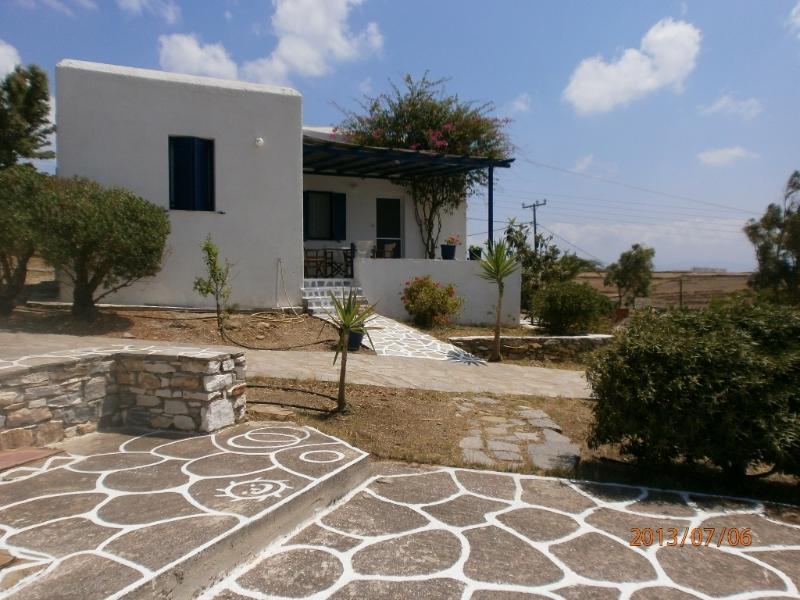 Golden Beach-Paros-maison C1-Velanies Houses, vacation rental in Nea Chryssi Akti