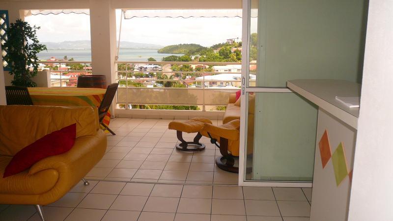 Beau F3  Anse Mitan Grande terrasse  Vue Mer à 5 mn de la plage, vacation rental in Trois-Ilets
