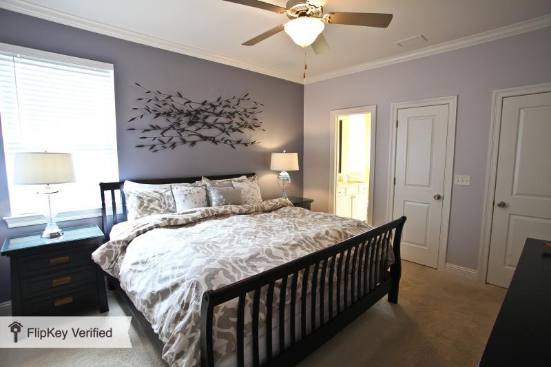 2 FLR Master Suite con cama King size, adjunta baño / ducha, armario cabina