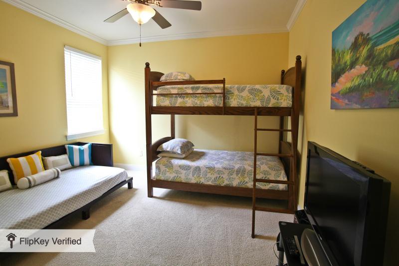 BR de 3ª / niño con el propio 32' LCD TV, sofá-cama doble y litera