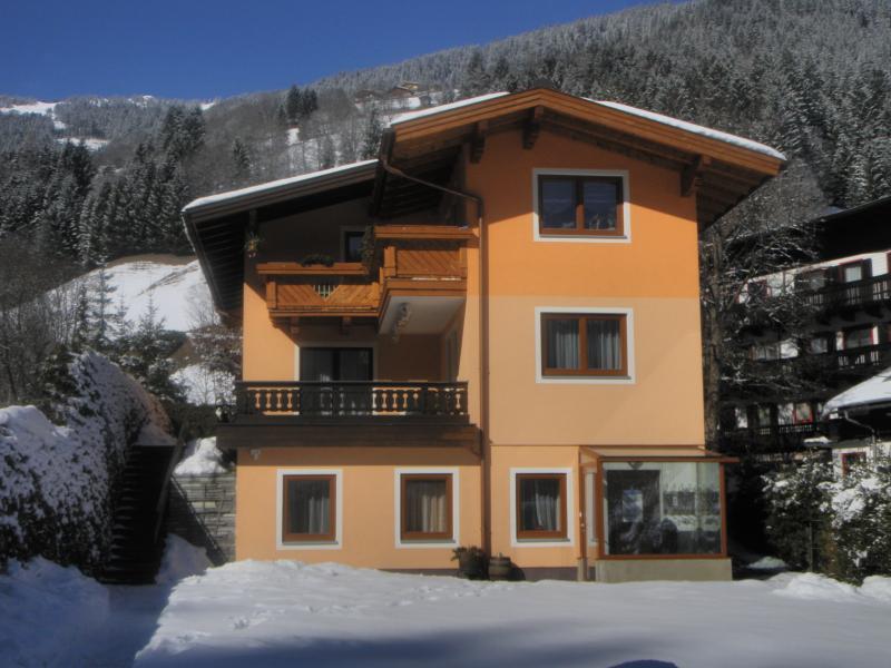 Unser Haus im Winter - im Hintergrund die Schmittenhöhe // Our house during winter