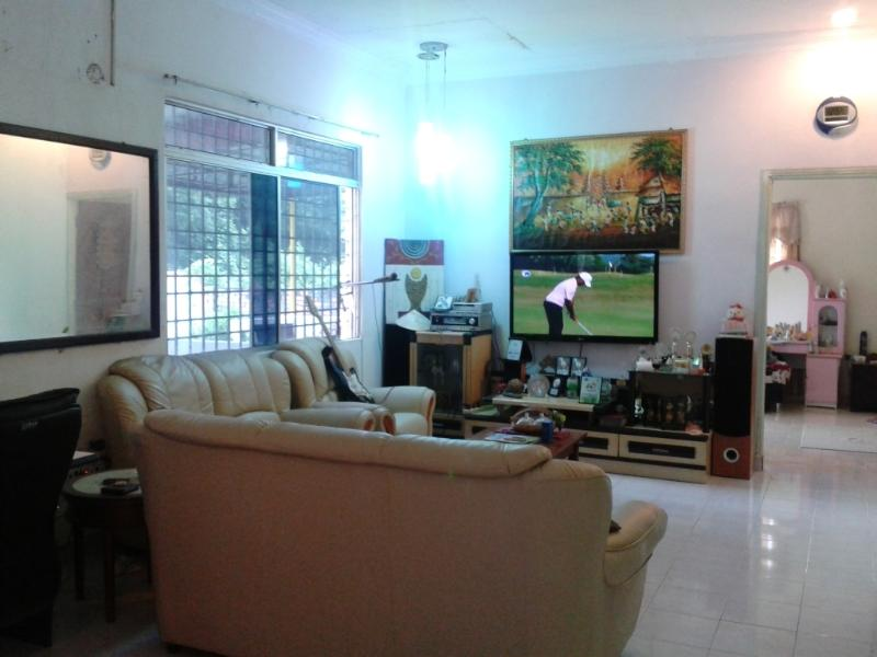 living room with 50inch lcd tv and dvd, laptop and internet access