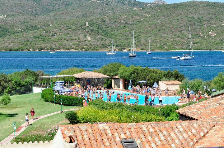 VISION de jour de résidence : piscine et la mer