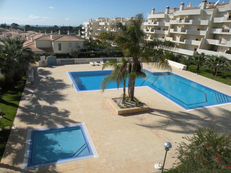 PORTUGAL ALBUFEIRA VUE MER et 500 m de la PLAGE, holiday rental in Sesmarias
