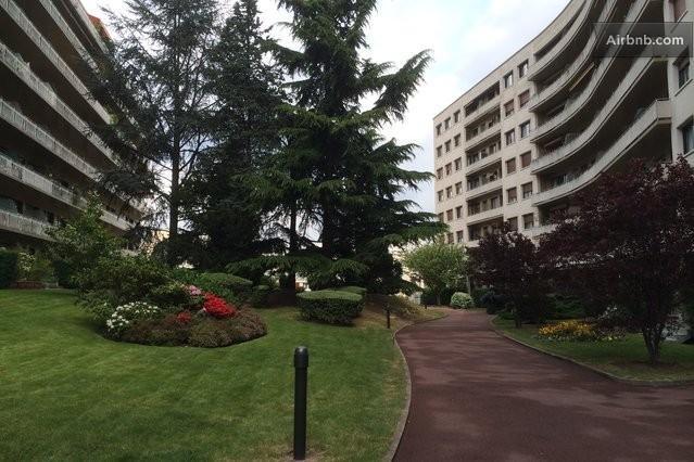 Chambre à 20 min des Champs Elysées, holiday rental in Rueil-Malmaison