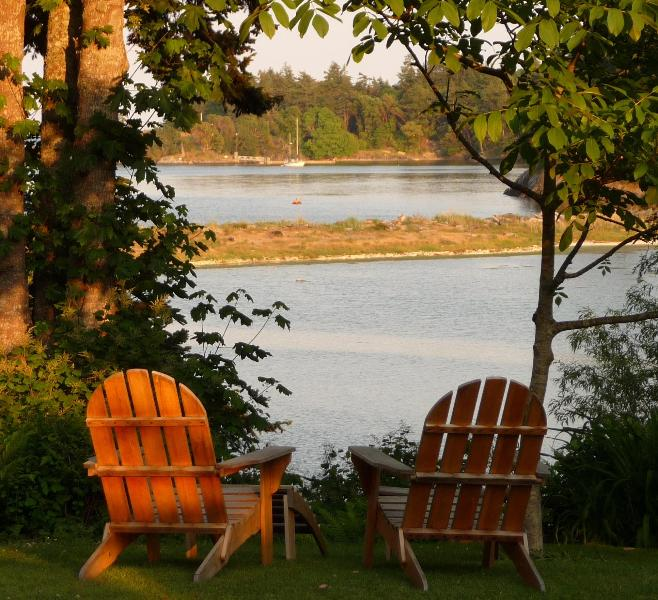 Beachwood Cottage, Lovely Private Waterfront – semesterbostad i Victoria