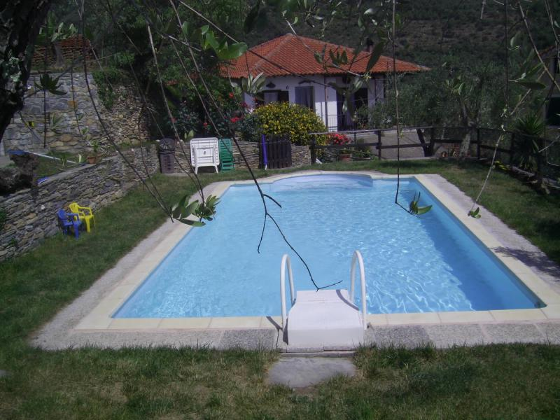 casetta tipica in pietra, indipendente, piscina//oasi relax, barbecue, wifi, holiday rental in Pompeiana